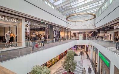 CBRE: Návštěvnost obchodních center postupně roste