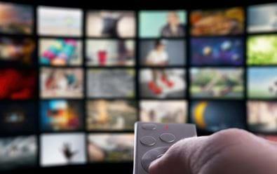 Češi v televizi sledují hlavně seriály a filmy