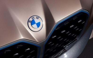 BMW představuje nové logo a vizuální identitu