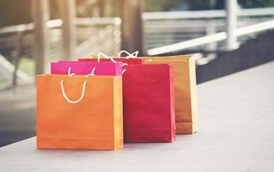 Online nakupování sílí i po otevření kamenných prodejen