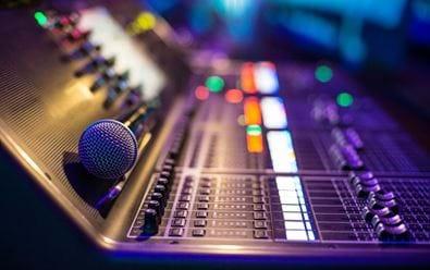 Síť Hitrádií se rozšiřuje o Radio Contact Liberec