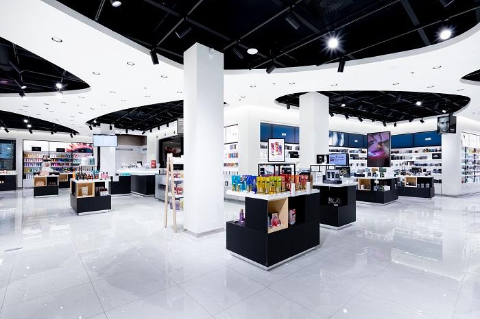 O design nové prodejny Notina v pražském Florentinu se postaralo studio Kyzlink Architects, foto: Notino.