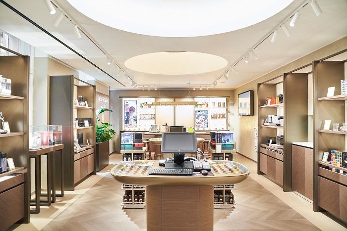 V nabídce Nespresso Boutique jsou nejnovější designové stroje značky, doplňkové kolekce i limitované edice, foto: Michal Fanta.