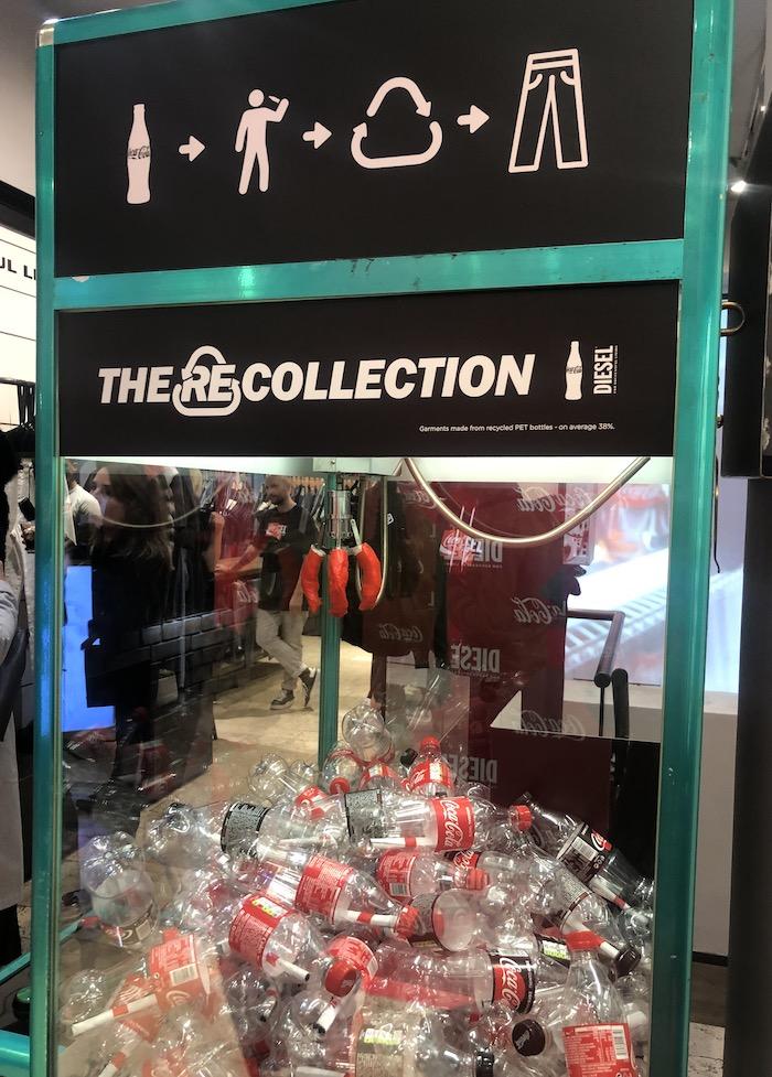 Výherní recyklační automat v butiku značky Diesel v Pařížské, foto: MediaGuru.cz