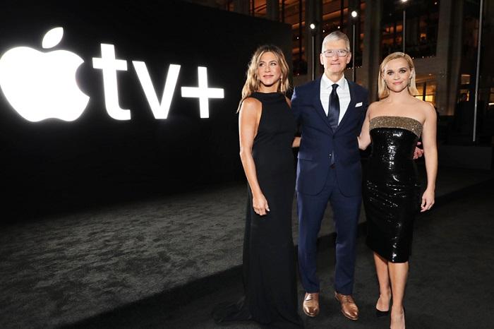 Jennifer Anistonová, Tim Cook a Reese Witherspoonová na premiéře seriálu The Morning Show, zdroj: Apple