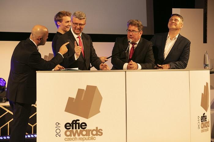 Zleva: Marek Hlavica, moderátor večera, Karel Havlíček, ministr průmyslu a obchodu, Tomáš Vrbík, tajemník HKČR, Marek Singer, generální ředitel FTV Prima