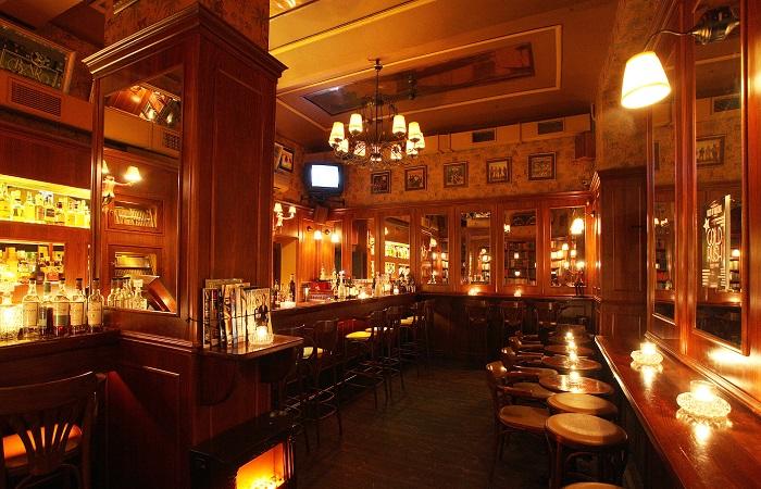 Bar v Týnské ulici v centru Prahy funguje pod Bar and Books už 15 let a stále má stejný interiér, foto: Jiří Šlemar