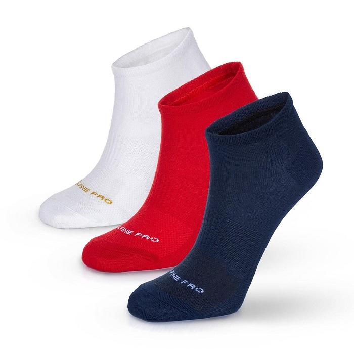 Fanoušci si mohou koupit i ponožky v barvách trikolory, zdroj: Alpine Pro.