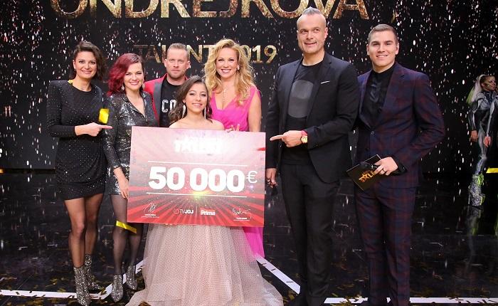 Vítězka osmé řady ČSMT Margaréta Ondrejková s porotou a moderátory, zdroj: FTV Prima