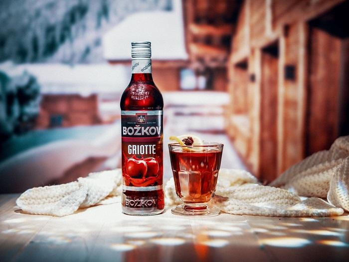 Stock připravuje grog například z griotky, zdroj: Stock Plzeň – Božkov.