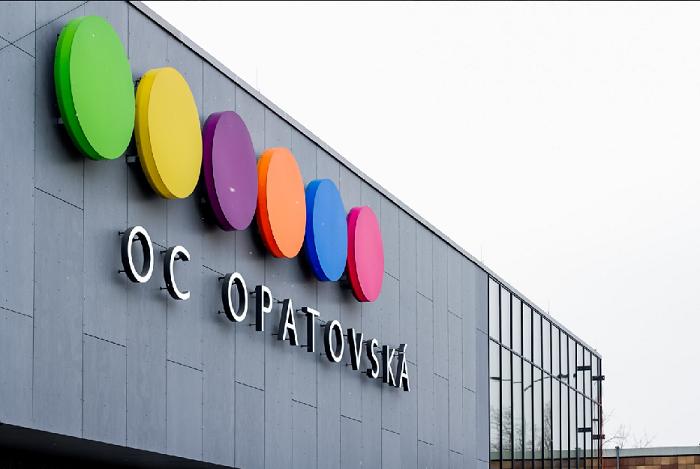 Kdysi totalitní nákupní galerie byla kompletně revitalizována a přestavěna za 300 milionů korun, zdroj: FB OC Opatovská