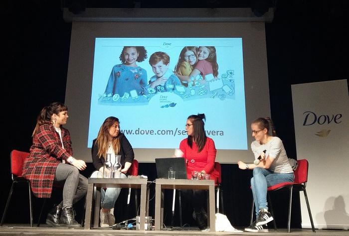 """Talkshow """"Jak být normální holka"""" se zúčastnila i Ewa Farna, zdroj: Unilever."""