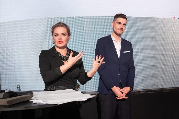 Moderátoři vyhlášení soutěže YouTube Works: Vanda Wolfová a GoGoMan, foto: Google ČR
