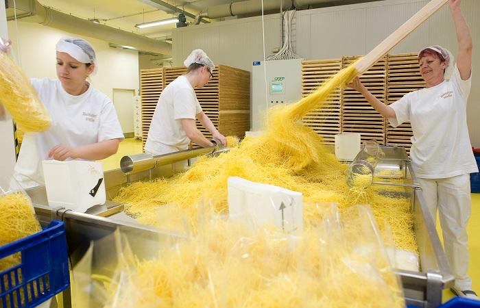 Babiččiny nudle se vyrábí z 80 % ručně, zdroj: Druid CZ.