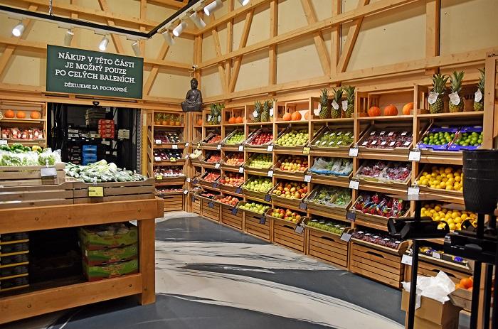 Oddělení ovoce a zeleniny nabízí přes tři sta položek, zdroj: JIP.