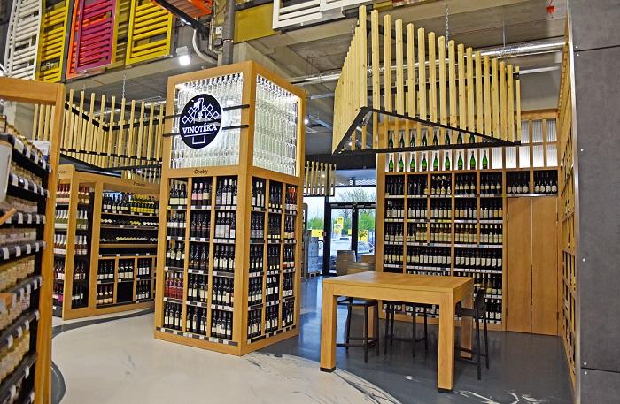 V prodejně je vinotéka nebo pivní palác, zdroj: JIP.