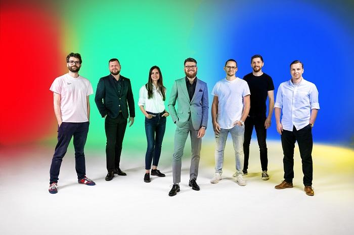 Management skupiny Near & Dear, zleva: Jakub Novák, Karel Pluhař, Adéla Marešová, Piero Šesták, Šimon Vodrážka, Slávek Nejedlý, Tomáš Urbánek