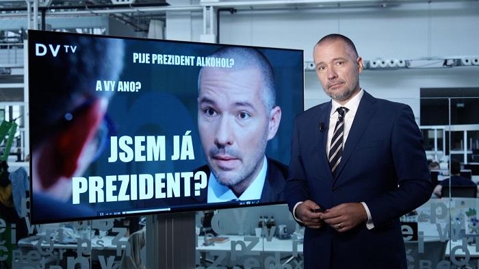 Martin Veselovský s replikou hradnímu mluvčímu Jiřímu Ovčáčkovi.