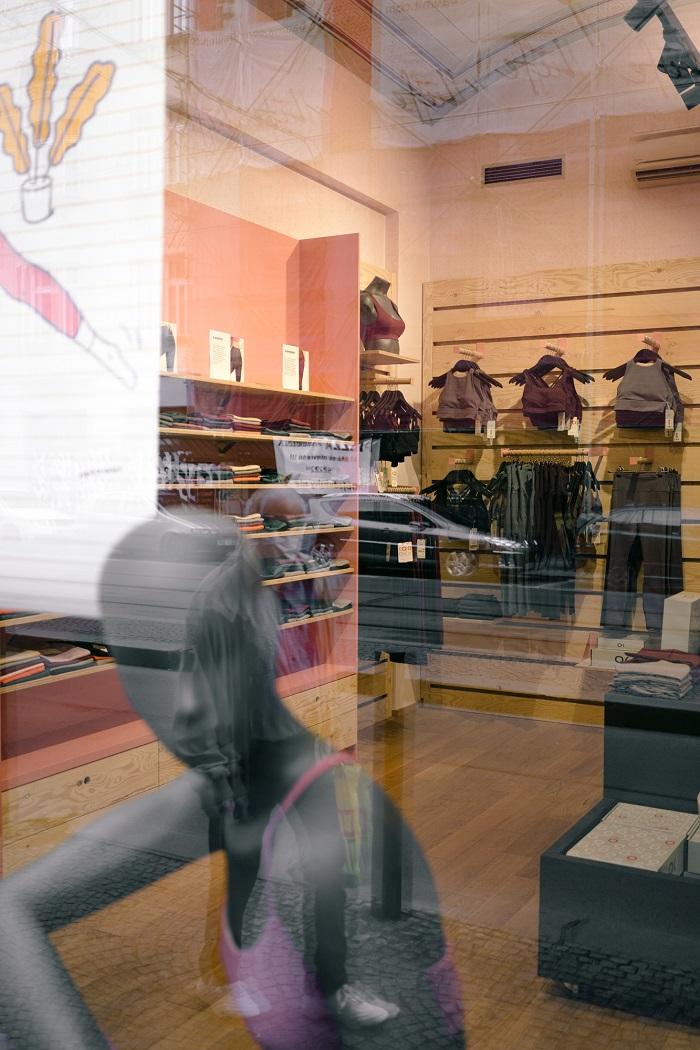 Obchod se nachází poblíž letenského Bia Oko, což si někteří kolemjdoucí spojili a domnívali se, že obchod nabízí merchandising kina, zdroj: Kinoko.