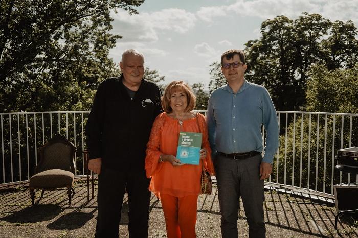 Autoři rozšířeného vydání knihy Image a firemní identita při křtu na terase sídla agentury McCann Prague, foto: McCann.