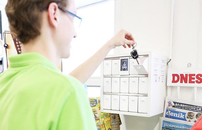 V Žabce se nově dají vyzvednout klíče při půjčení auta nebo od nemovitosti, zdroj: Žabka/Tesco