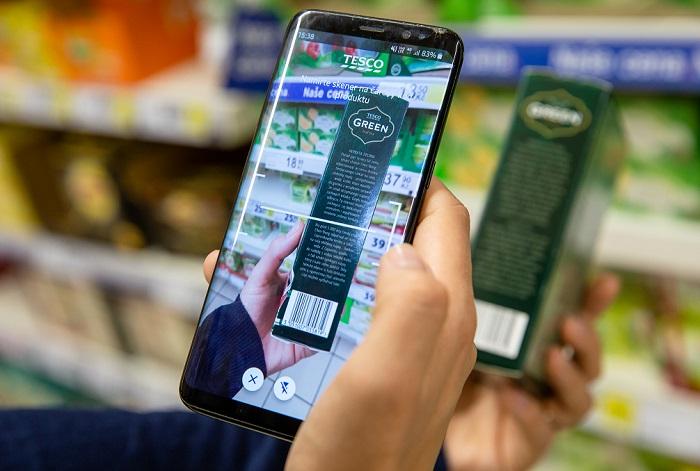 Aplikace do mobilního telefonu je oblíbená na rychlé nákupy a nabízí řadu dalších informací, zdroj: Tesco