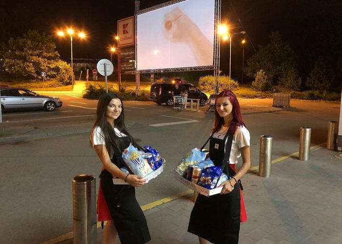 Hostesky prodávali klasické filmové občerstvení, zdroj: Kaufland.