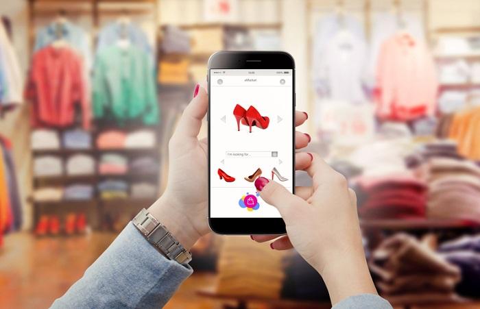 Během pandemie 54 % Čechů nakupovalo módu více online, 17 % pak vyrazilo do kamenných prodejen, zdroj: Shutterstock
