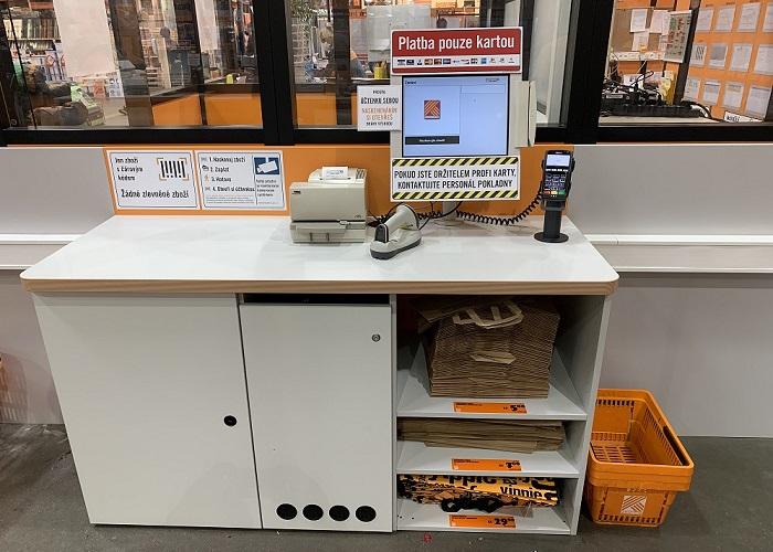 Na samoobslužnou pokladnu může zákazník s max. deseti položkami, zdroj: Hornbach