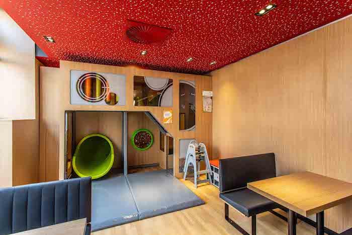 Pro děti je připraven dětský koutek, zdroj: McDonald's.