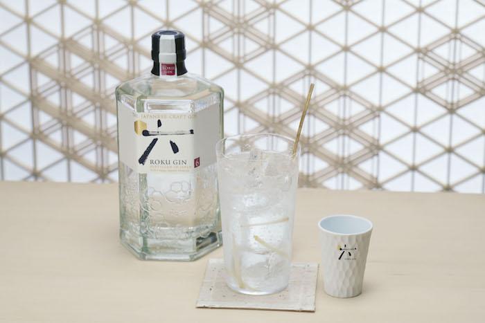 Gin Roku se má servírovat namíchaný ve sklenici ledu typu highball s kvalitním tonikem a šesti proužky zázvoru, zdroj: Stock.