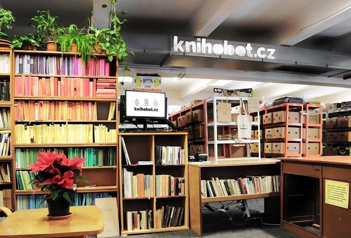 V roce 2020 měl Knihobot obrat 18 mil. Kč a vrátili do oběhu 113 tisíc knih, zdroj: Knihobot