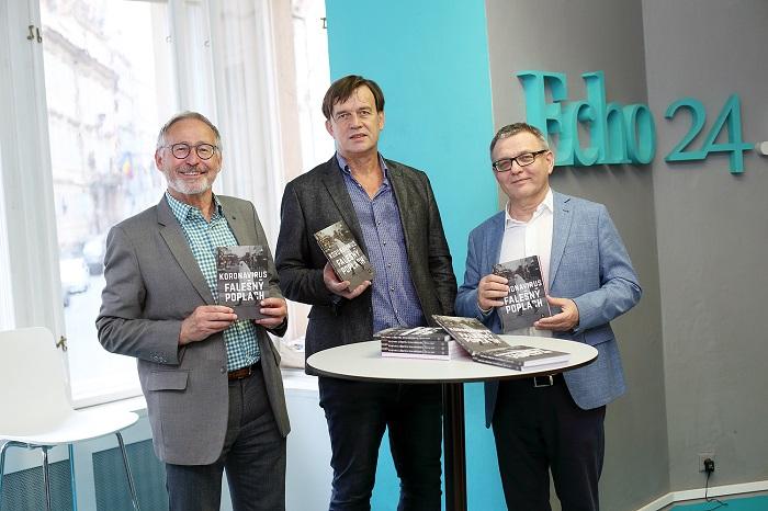 Zdeněk Hostomský, Petr Holub a Lubomír Zaorálek při křtu knihy, zdroj: Jan Zatorský, Echo Media