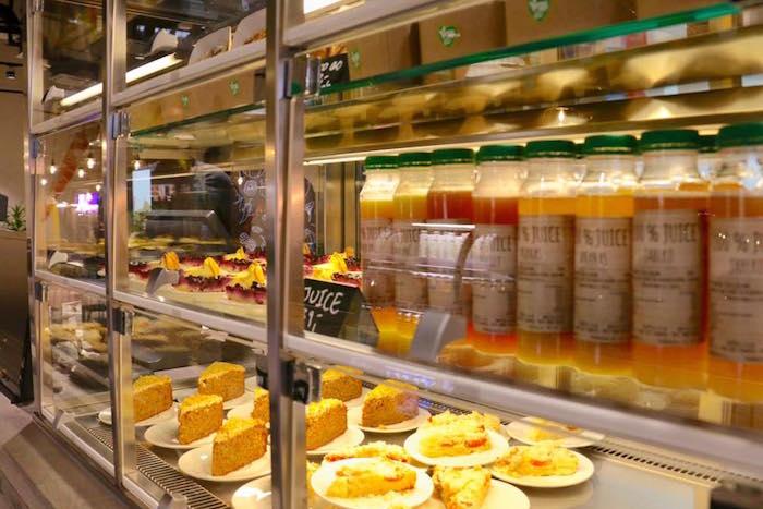 Nabídka džusů a dezertů v nové restauraci Vegg-Go na Chodově, foto: Vegg-Go