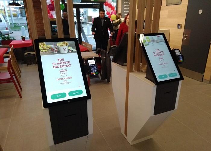 Kiosky mají někde podíl i 50 % na celkových tržbách, v KFC a Bageterii je to okolo 25 %, zdroj: KFC