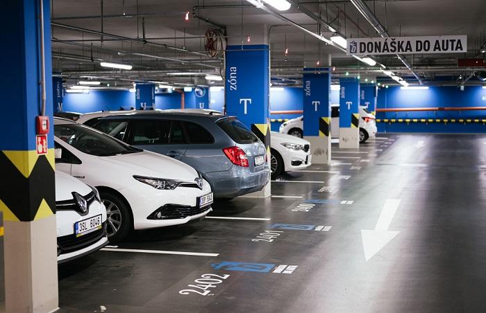 Pro výdej balíčků vyhradilo centrum 12 parkovacích míst na třech různých parkovištích, zdroj: Westfield Chodov