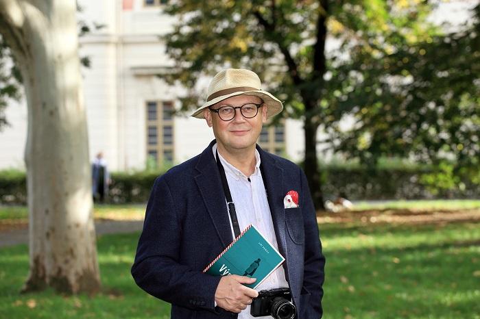 Jiří Peňás s knihou, zdroj: Echo Media