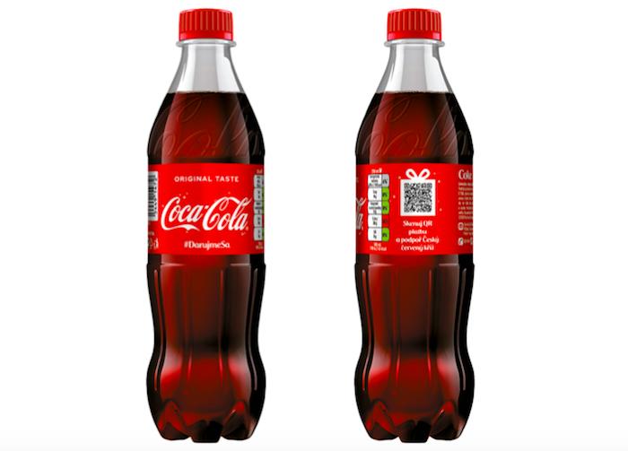 Vánoční edice Coca-Cola s QR kódem na podporu Červeného kříže, zdroj: Coca-Cola ČR a SR