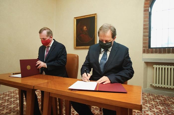 Rektor UK Tomáš Zima a generální ředitel ČT Petr Dvořák, zdroj: UK
