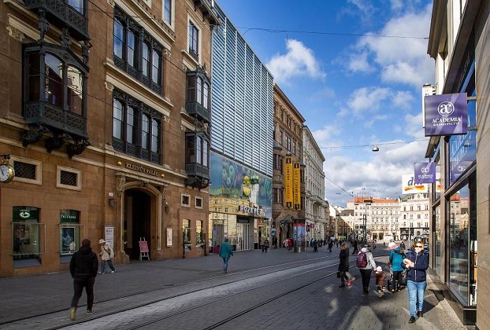 Nejmenší Lidl se nachází ve druhém patře OC Rozkvět (vlevo) v centru Brna, zdroj: Lidl