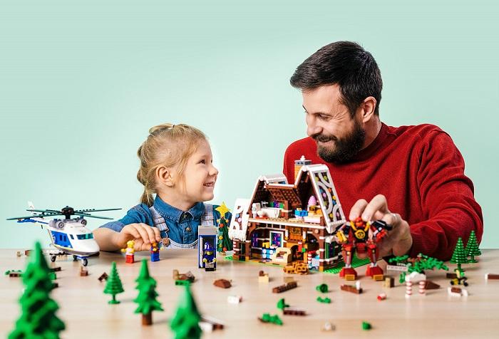 Nebo Perníková chaloupka s robotem, zdroj: Lego