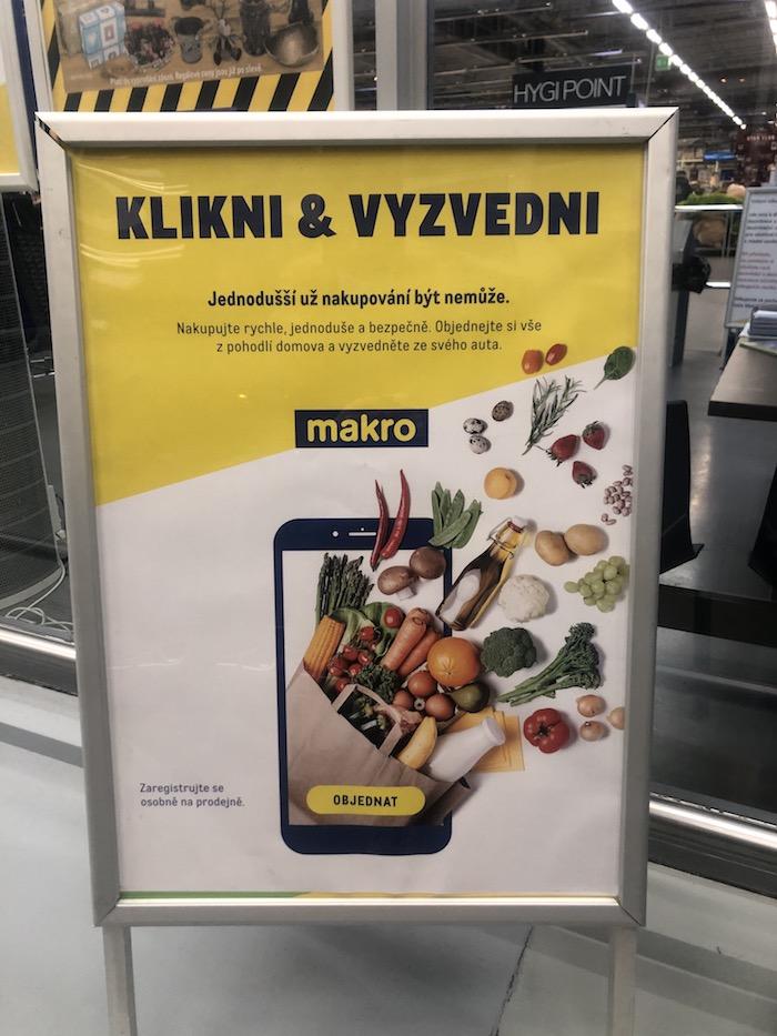 Na novou službu upozorňuje Makro ve své prodejně v Průhonicích, foto: MediaGuru.