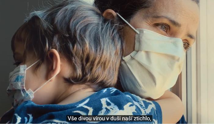 Z nového spotu na podporu očkování proti covid-19. zdroj: Vláda ČR