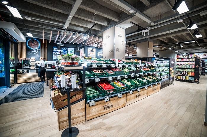 Prodejna má necelých 300 m² a zákazníci zde najdou především čerstvé potraviny, zdroj: Albert