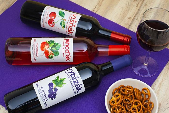Firma má v nabídce několik desítek druhů vín, zdroj: Rybízák