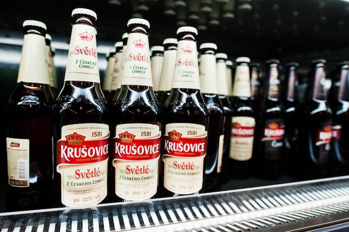 Jednou se značek skupiny Heineken je i pivo Krušovice, zdroj: Shutterstock.