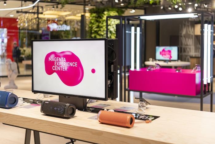 V nákupním centru Arkády Pankrác v Praze dnes otevírá Magenta Experience Center, zdroj: T-Mobile.