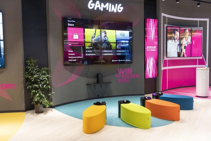 Návštěvníci si mohou vyzkoušet i herní techniku, zdroj: T-Mobile.