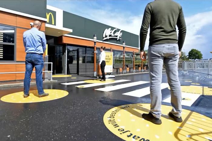 McDonald´s v Nizozemí usnadnil zákazníkům čekání s rozestupy, zdroj: Popai UK&Ireland