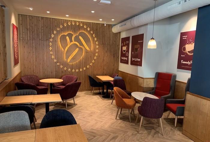 Costa Coffee otevírá v Praze novou kavárnu v designu Spektrum